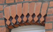 Edwardian rubbed red brick voussior
